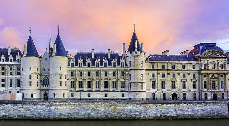 Замок Консьержи Париж