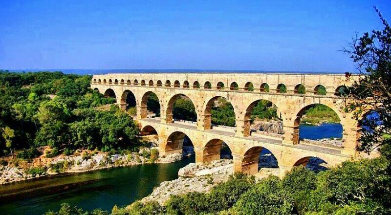 Римский акведук Пон-дю-Гар