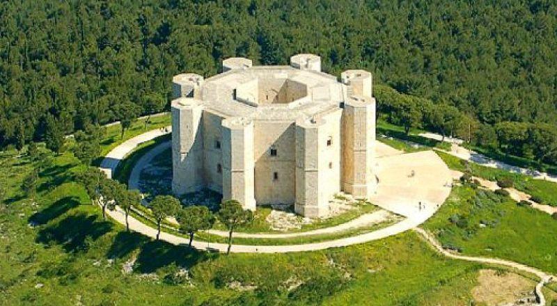 Замок Кастель-дель-Монте Апулия Италия