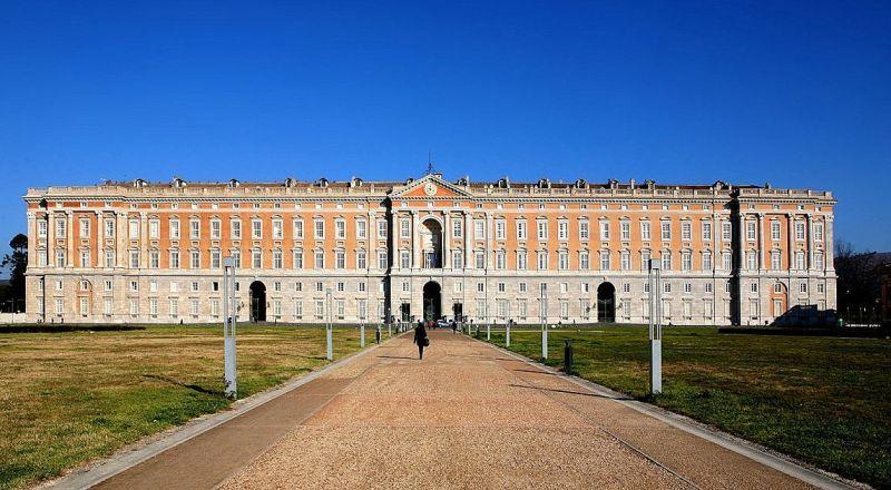 Королевский дворец в Казерте Неаполь
