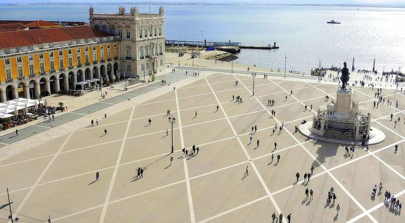 Площадь Праса-ду-Комерсиу Лиссабон