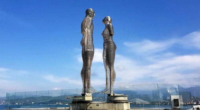 Скульптура Али и Нико Батуми Грузия