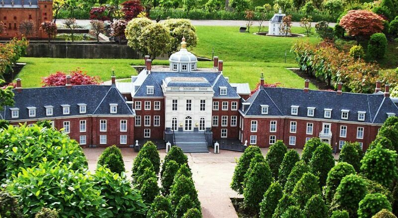 Резиденция короля - Дворец Хёйс-тен-Бос