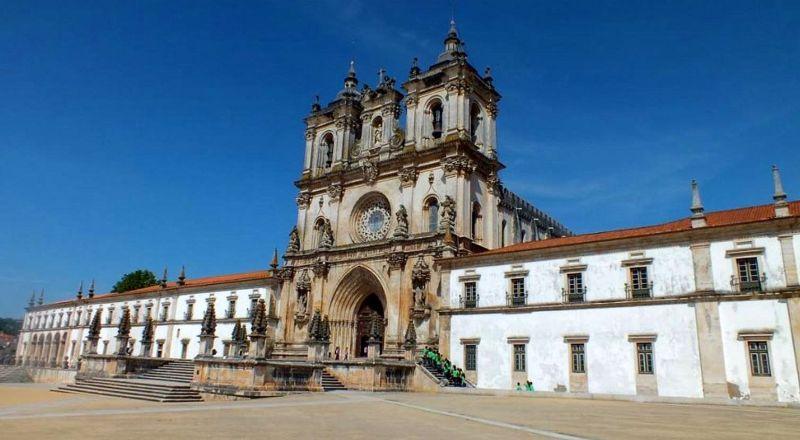 Монастырь Санта-Мария де Алкобаса Португалия