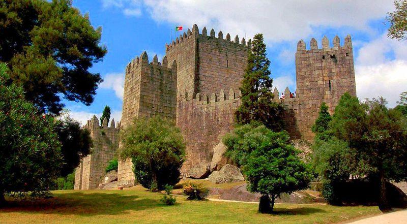 Замок Гимарайнш Португалия
