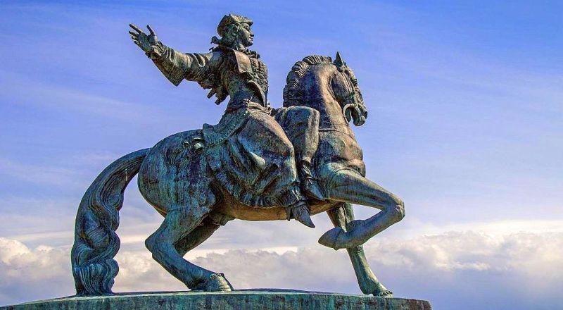 Памятник Императрице Елизавете Балтийск