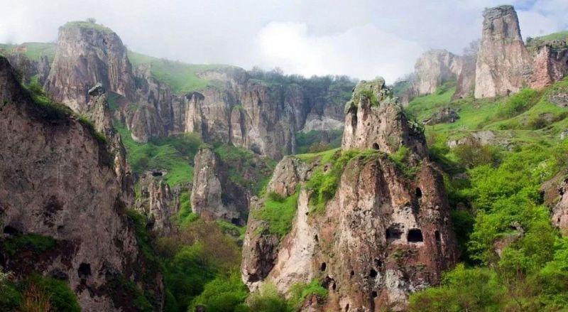 Скалы Хндзореск Армения