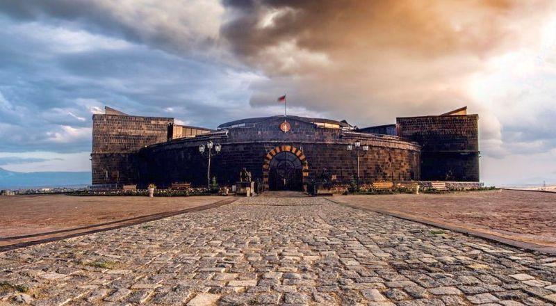 Черная крепость Армения