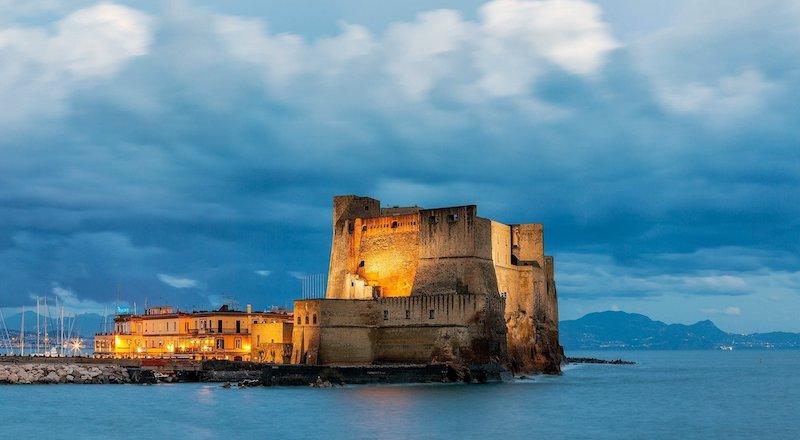 Замок Кастель-дель-Ово Неаполь