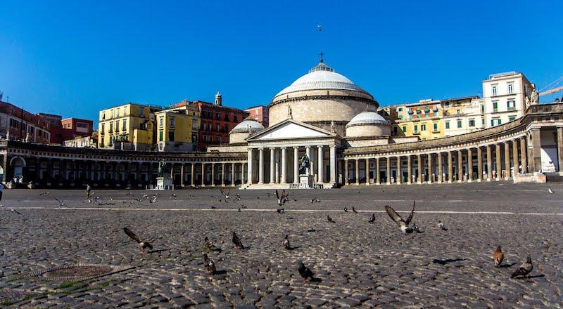 Пьяцца-дель-Плебишито Неаполь