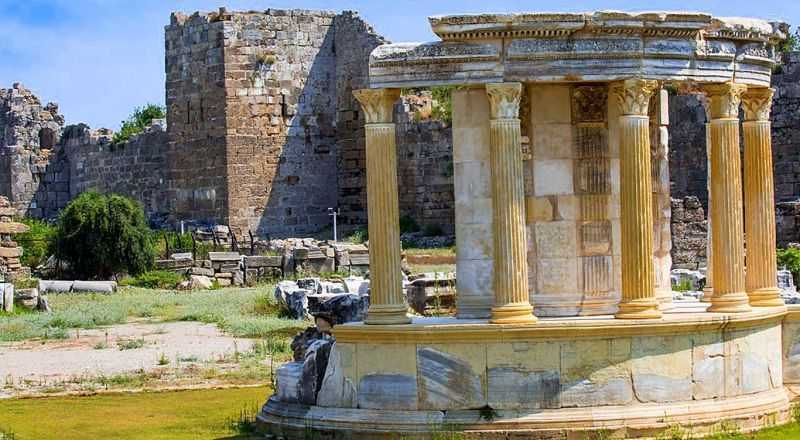 Агора и Храм Тюхе