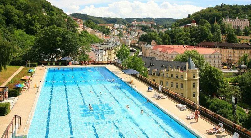 Панорамный бассейн с подогревом Чехия