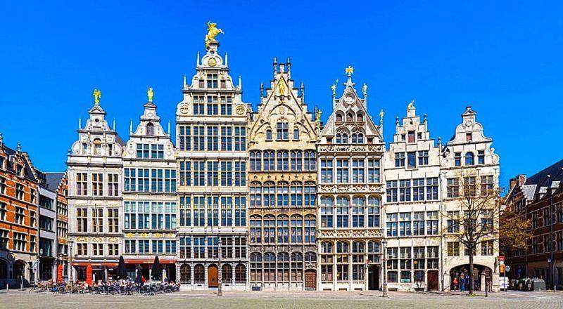 Антверпен здания гильдий