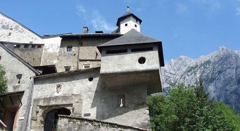 Замок Хоэнверфен в Австрии
